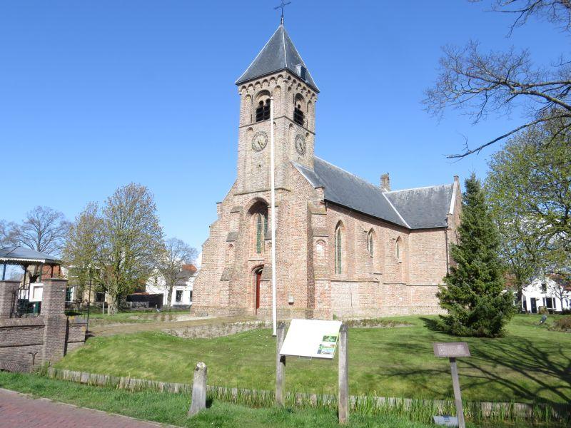 Driekoningenkerk midden in de ring van Noordgouwe