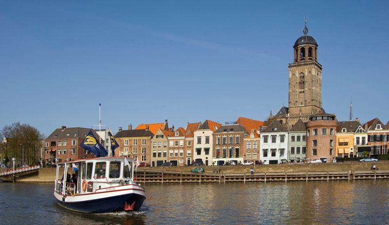 Aanzicht Deventer, vanuit de IJssel