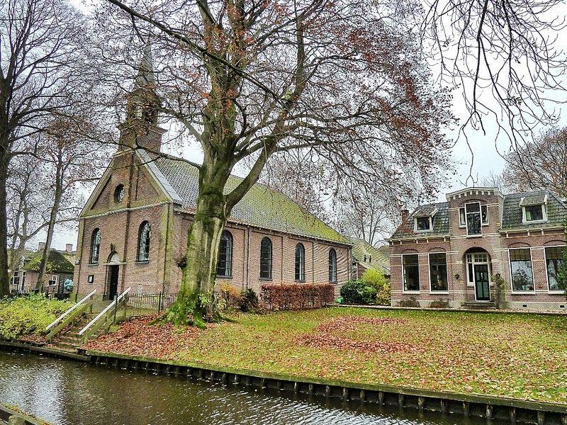 La iglesia y la casa