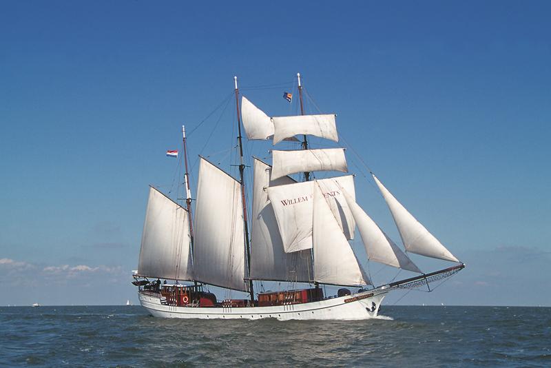 Indrukwekkende zeilschepen op het IJsselmeer