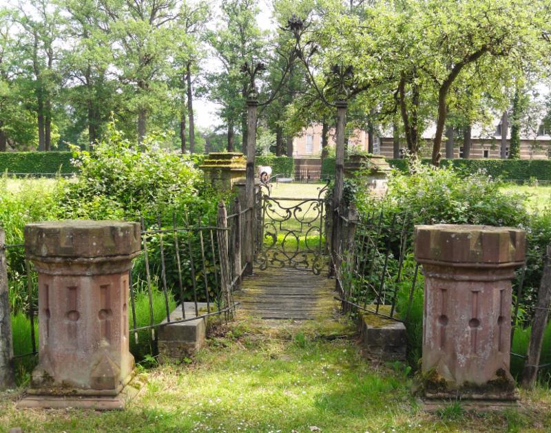 Hek met brug Kasteel Heeswijk
