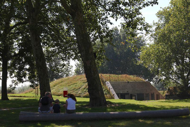 Gezellig picknicken bij een fort