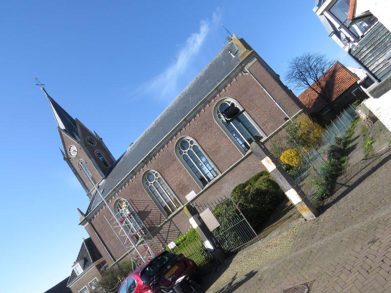 Dorpskerk Zonnemaire 'Beata Maria de Dolores' . In de maanden mei t/m september kunt u via dit open hek de kerk bezoeken.