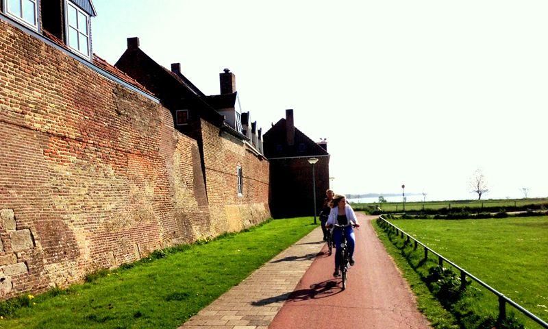 Langs de stadsmuur van Harderwijk