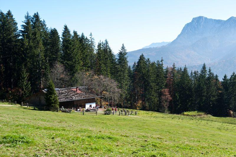 Inzell  - Sommer leute Baeckeralm panorama