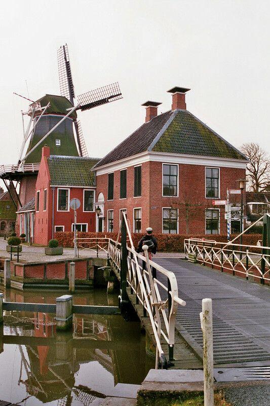 Draaibrug over het Boterdiep en molen Hunsingo in Onderdendam