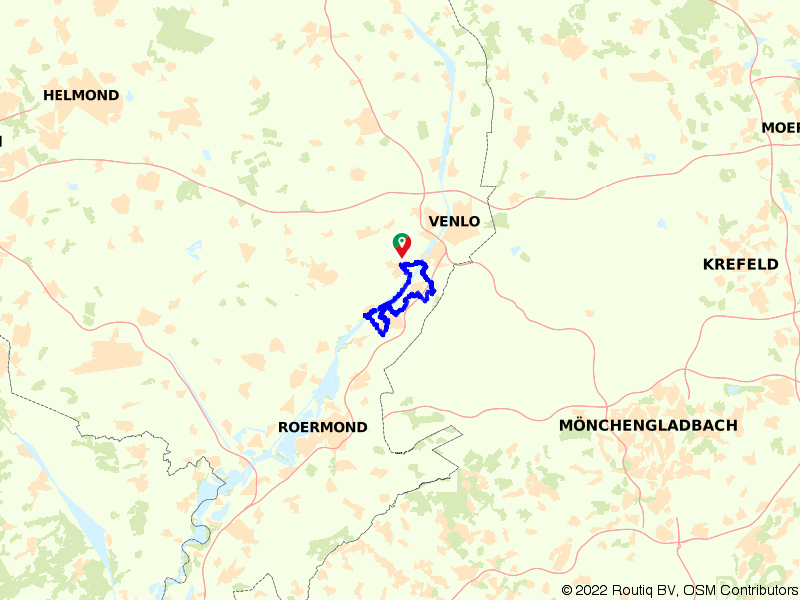 Fietsen langs de oever van de Maas