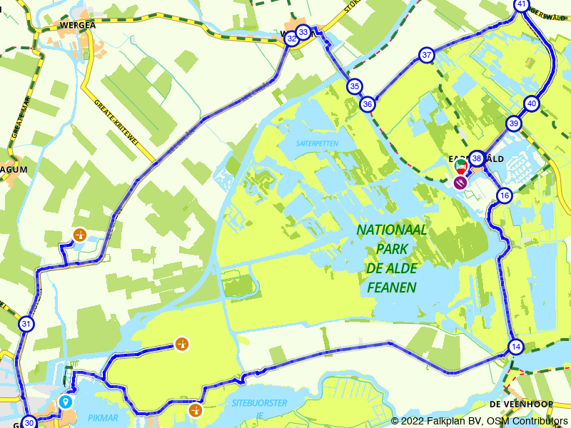 Fietsen langs het water in Nationaal Park De Alde Feanen